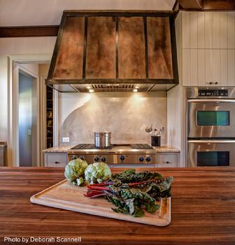 Distinctive Design / Build / Remodel is an award-winning Design / Build team that specializes in kitchen remodeling in the Charlotte, NC area.